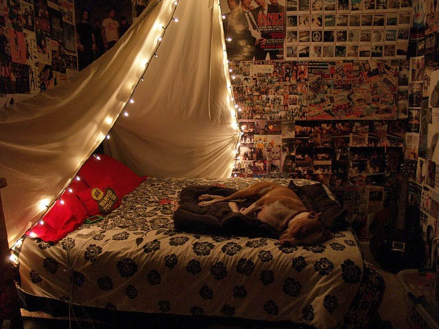 Christmas-Lights-in-Bedroom-65-1-Kindesign
